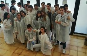 Alumnos en una fábrica