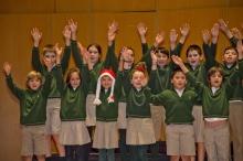 Niños de 4º cantando