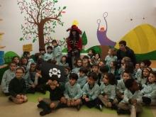 Niños de infantil con el pirata Pata Palo