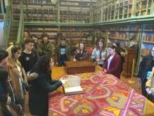 alumnos en la biblioteca de la Facultad de Geografía