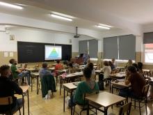 Profesores trabajando en proyectos
