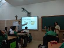 Alumnos dando clase