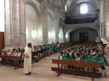 alumnos en la iglesia