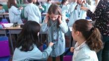 Alumnos en un experimento