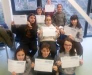 Alumnos con diplomas de inglés